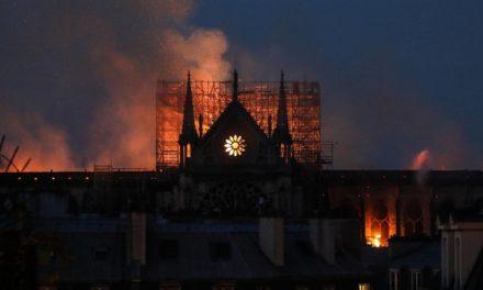 Un templo se quema